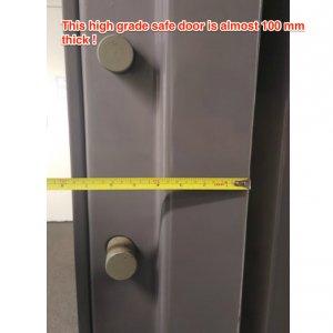 1400kg armoury door