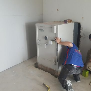 This safe was inserted into the slab. We had to lift it up 300mm first !